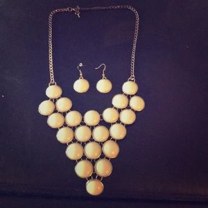 Jewelry - Mint Green bubble necklace and earrings set